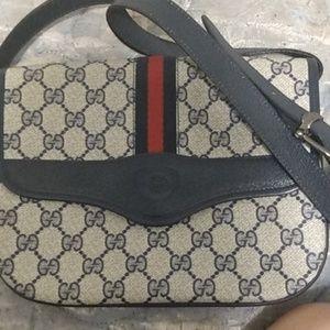 Gucci vintage women's purse/ shoulder bag it has 1